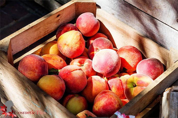 میوه هلو برای درخشان شدن پوست