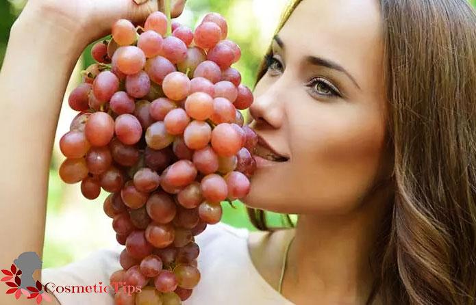میوه انگور برای درخشان شدن پوست